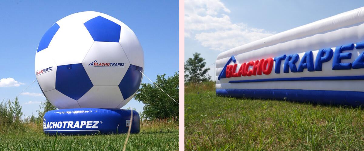 Gigantyczna piłka i trójwymiarowy napis z logo Blachotrapez