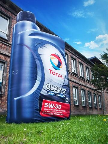 Butelka oleju silnikowego Total Quartz