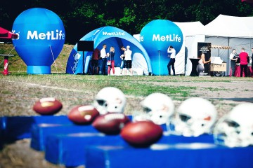 Stoisko promocyjne Metlife: Balon reklamowy Alfa, namiot reklamowy VENTO i Balon Beta
