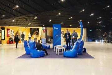 Strefa odpoczynku podczas konferencji w Międzynarodowym Centrum Kongresowym w Katowicach.