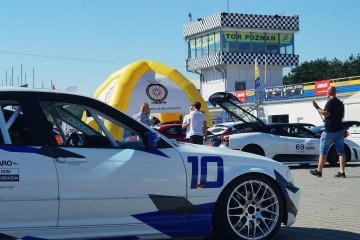 Namiot pneumatyczny (Pająk 4-nożny) podczas motoryzacyjnego eventu.