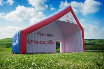 Nietypowy namiot reklamowy Blachotrapez