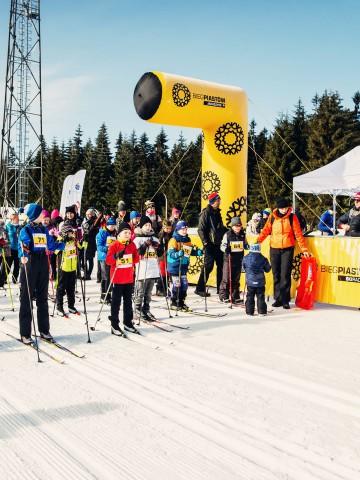 Półbramka startowa linii VENTO podczas biegów narciarskich Bieg Piastów