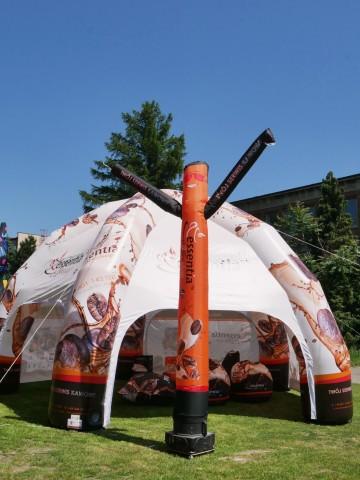 100% zadrukowany Airdancer w towarzystwie namiotu pmeumatycznego typu Pająk