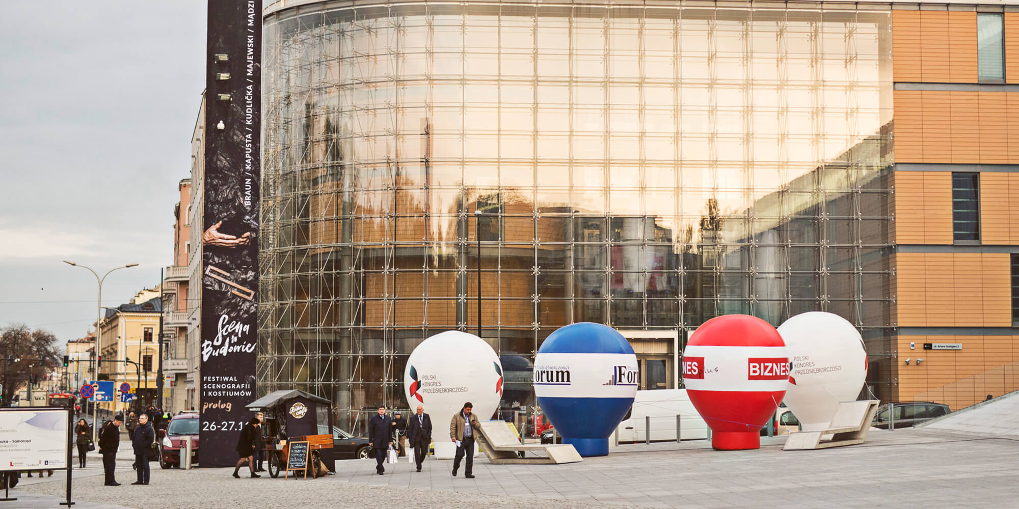 Balony reklamowe jako element promocji konferencji.