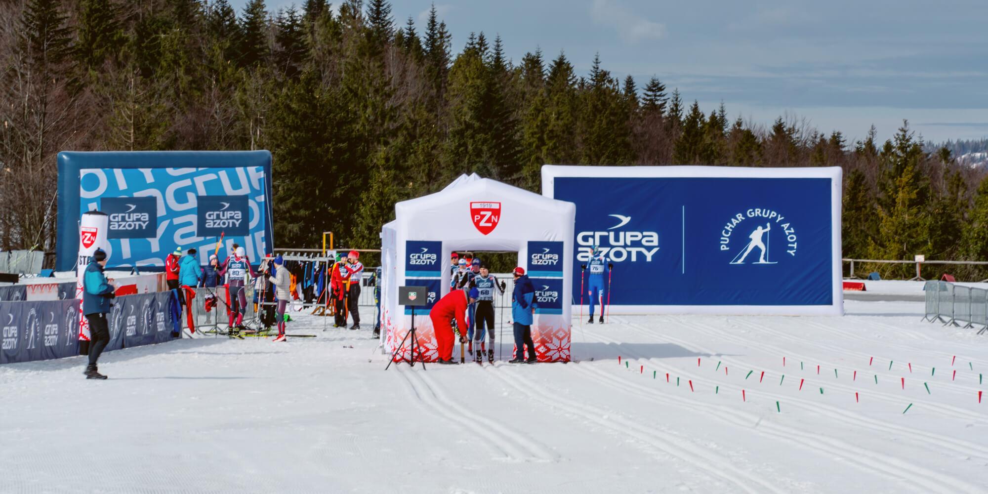 Mobilne dmuchane billbordy podczas pucharu biegów narciarskich