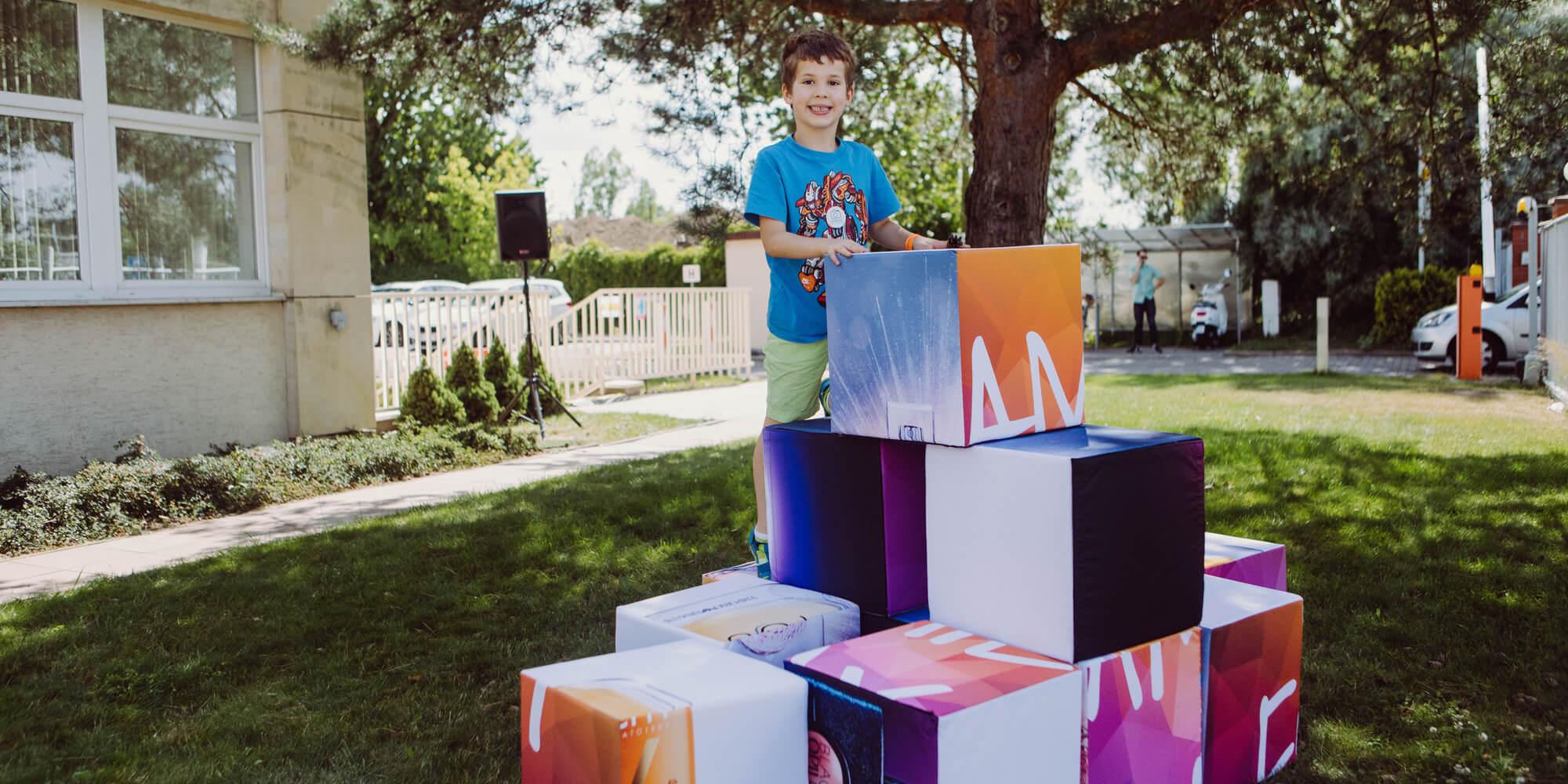 Kostki reklamowe w zestawie jako gogantyczna układanka