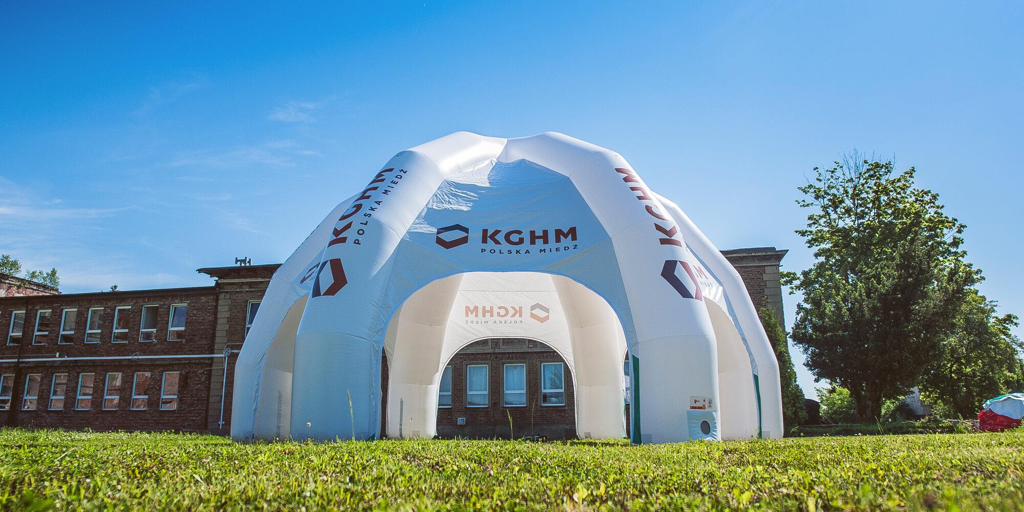 Namiot reklamowy z logotypami KGHM