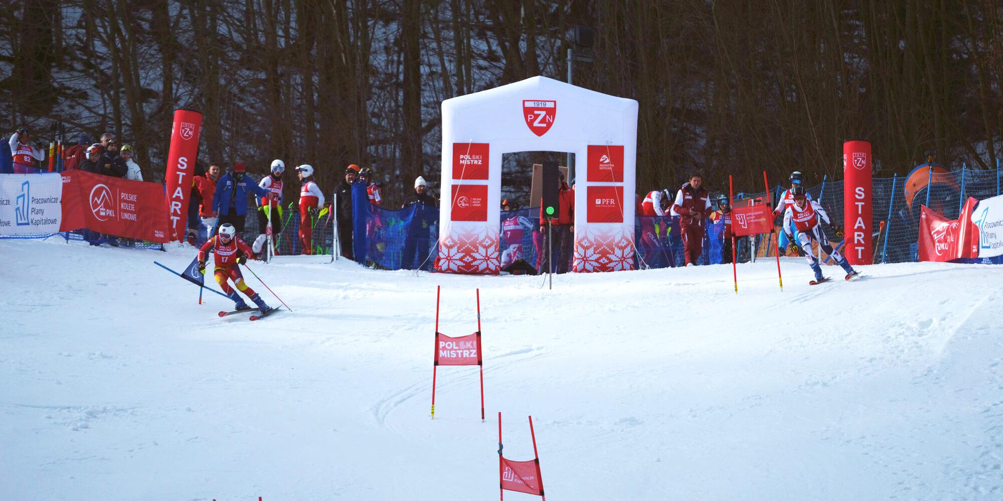 Słupki startowe narciarstwo zjazdowe Polski Mistrz